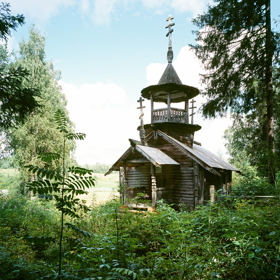 http://www.richarddavies.co.uk/woodenchurches/pictures/12_Kokkoila_Aug03.jpg