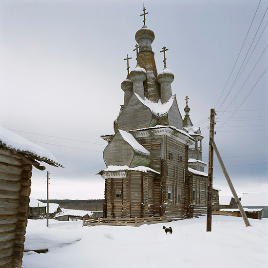 http://www.richarddavies.co.uk/woodenchurches/pictures/29_Kimzha_Feb05.jpg